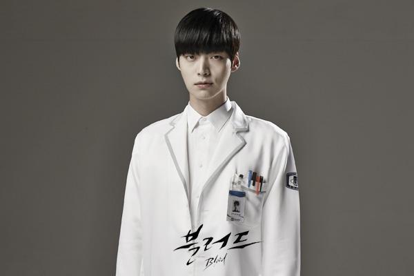 A vampire surgeon who wants to be a human, Park Ji...