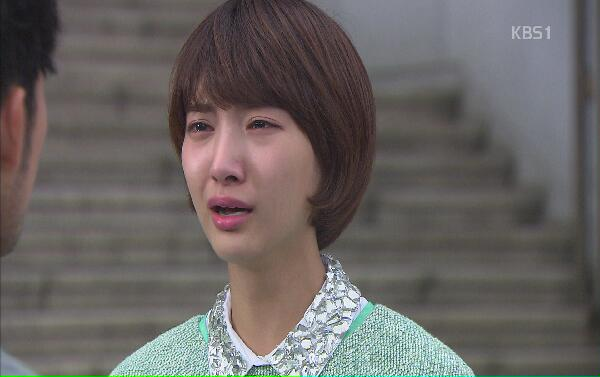 Seyeong is dragged to a police station for pickpoc...